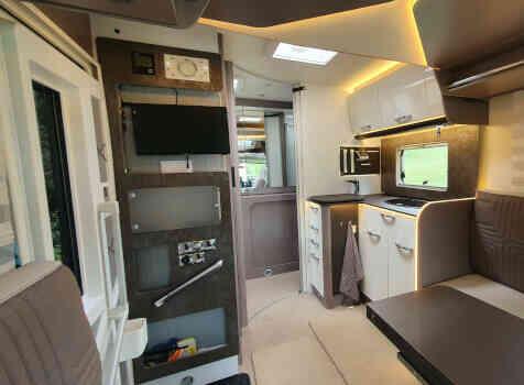camping-car  BURSTNER LYSEO TD 680G  intérieur  / coin cuisine